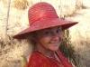 003Jacqueline-robe-chapeau-rouges